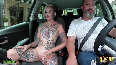 The mommy with the famous eye eyeball tattoo took off all her clothes in the car and tells how she got into the porn world - Ted's rail #75 - Tata Lima